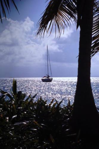 segelbåt-ankrad-i-San-Blas
